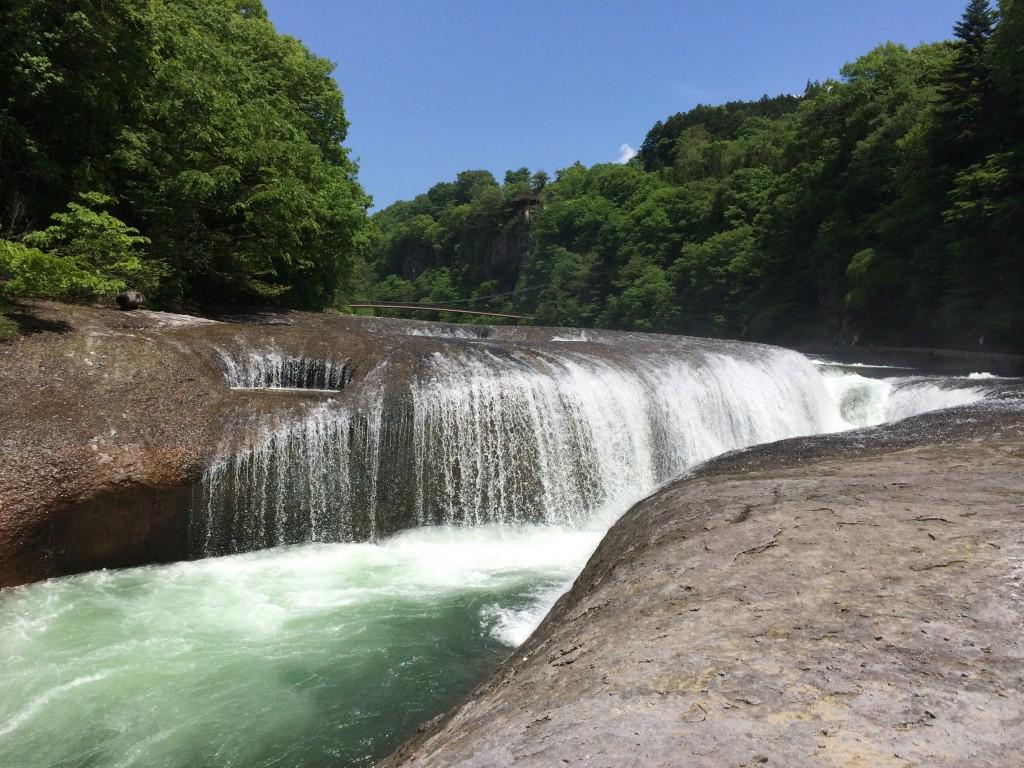 吹き割の滝-1