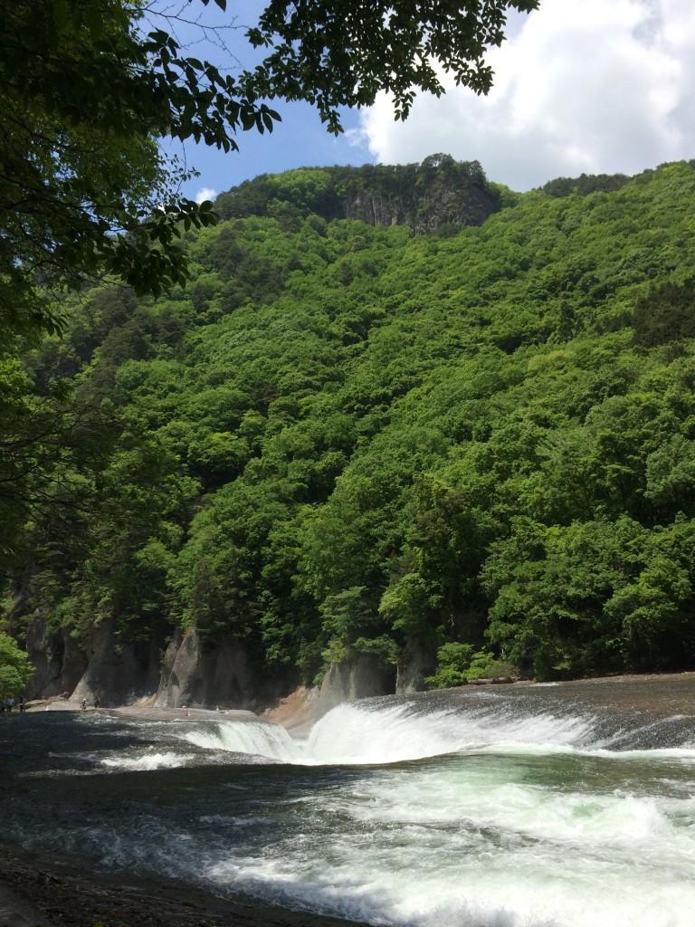吹き割の滝-3