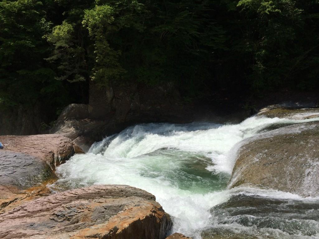 吹き割の滝-2