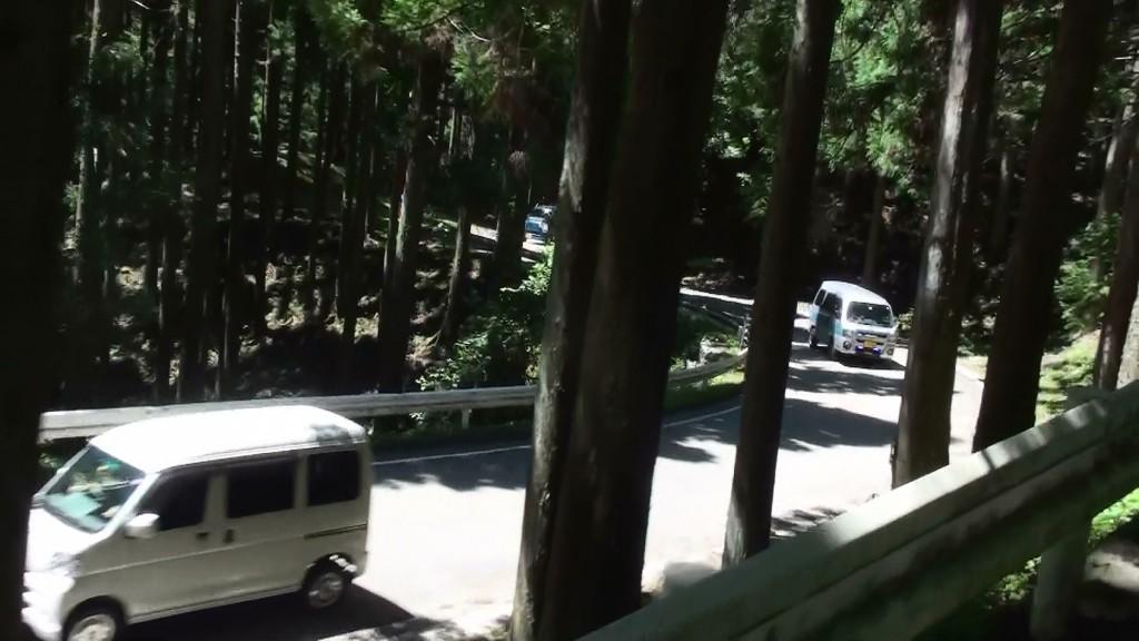 田口峠車列2